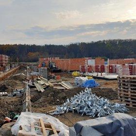 08-11-2019 betonáž stropu 1NP u poslední volné vily č. 36